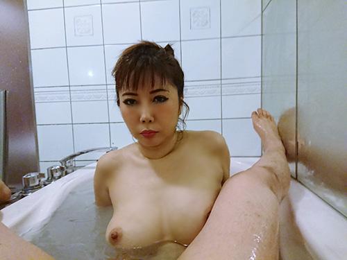 あの熟女セクシー女優がお風呂で!