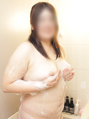 G乳の新人素人がバスルームから愛をこめて♪